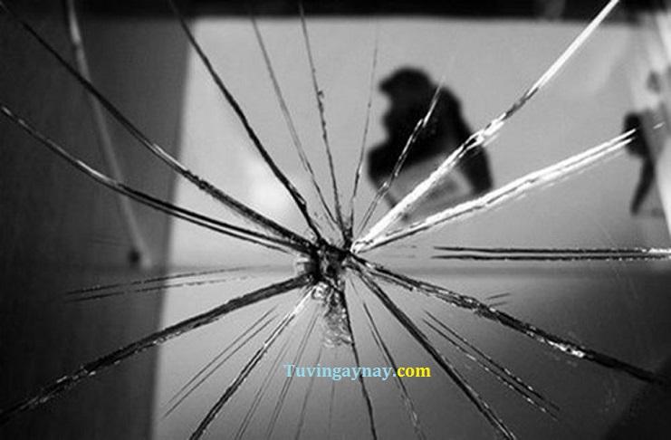 Làm vỡ gương có điềm báo gì, có sao không? Có nên vứt gương vỡ?